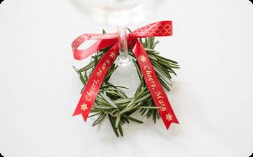 Wine glass charm mini-wreath