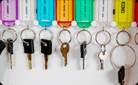 Keys rack with name label